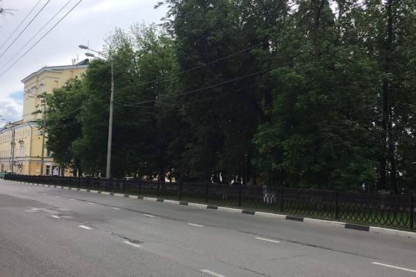 Сносить или не сносить старинную ограду – обсудят всем городом