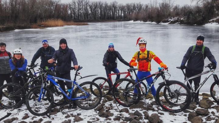 Трезвые и активные: 1 января волгоградцы оседлали велосипеды и пробежали 2018 метров