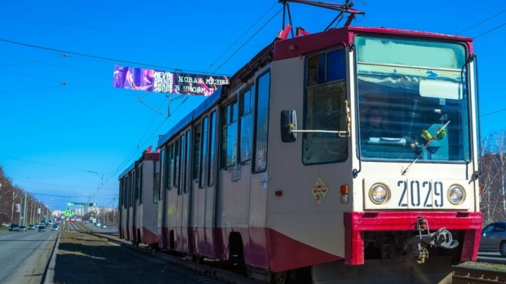 Врачи поликлиники пришли на помощь челябинке, которой стало плохо в трамвае