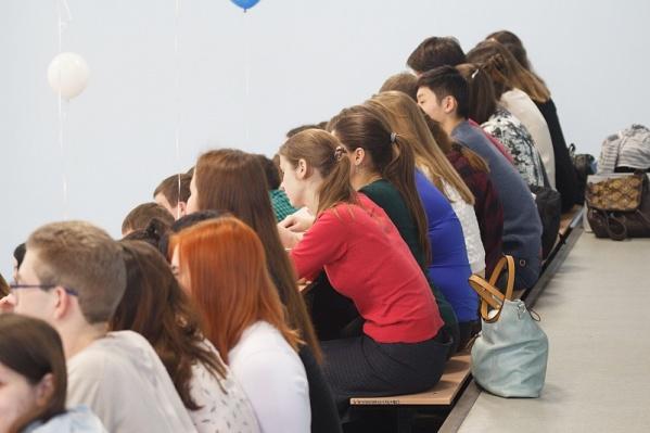 Учащиеся в 50% случаев предпочитают сконцентрироваться учебе и не тратить силы на заработок