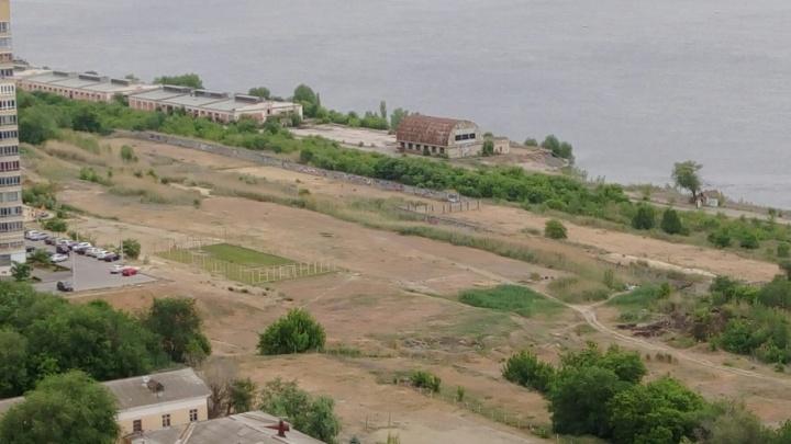 Жители Ворошиловского района Волгограда не смогли защитить от застройки заброшенный пустырь