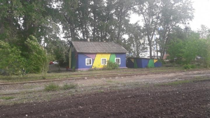 Вдоль Московского шоссе появились цветные домики