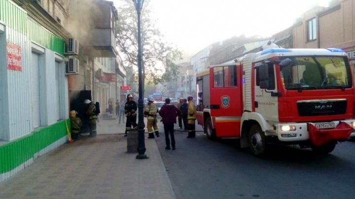 В центре донской столицы загорелся старый заброшенный дом