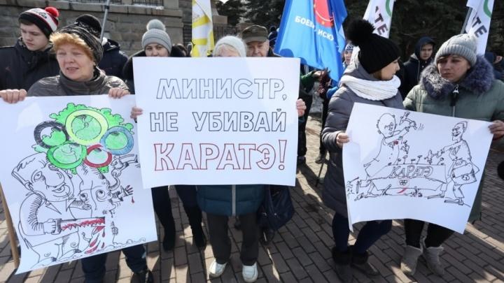 Спортшкола не будет прежней: челябинцы вышли на пикет против увольнения директора «Конаса»