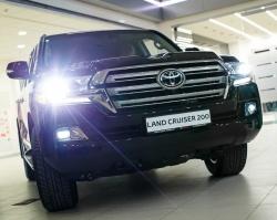 Тюменцы познакомились с новым Toyota Land Cruiser 200