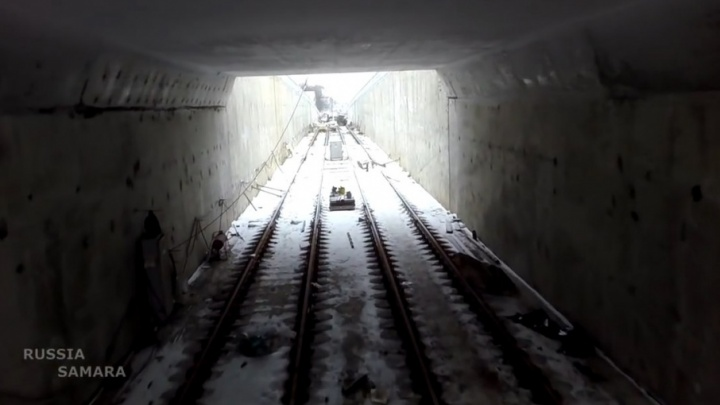 Коптер жителя Самары пролетел в арке под путепроводом на улице Дальней