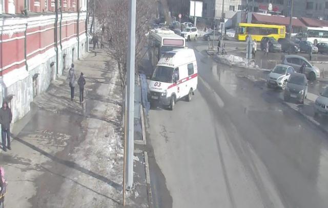 Перешла дорогу в неположенном месте: автобус сбил пенсионерку в центре Перми