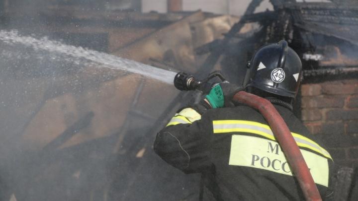 В Ростове сгорел гараж: при пожаре погиб его владелец