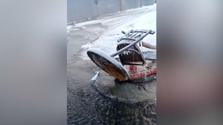«Можно кораблики пускать»: в «Водоканале» рассказали, почему частный сектор на Лесобазе залило водой