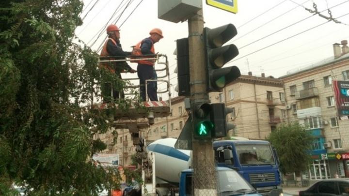 До конца года в Волгограде появится 54 «умных» светофора