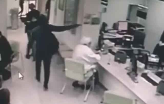 В Аксае мужчина с пистолетом ограбил Сбербанк
