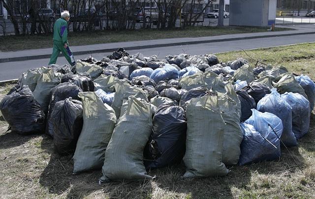 «Ребята, в чём дело?»: не убранные с улиц мешки с мусором возмутили главу Челябинска