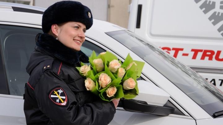 «Дарите женщинам цветы»: полиция поздравила волгоградок с 8 Марта