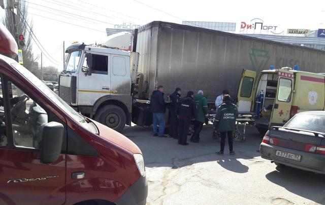 В Самаре на пересечении Заводского шоссе и XXII Партсъезда грузовик сбил насмерть пенсионера