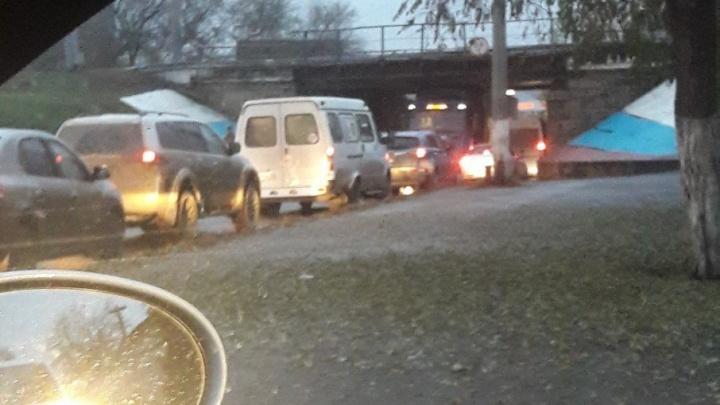 В Волгограде дальнобойщик из-под Питера стал новой жертвой низких мостов
