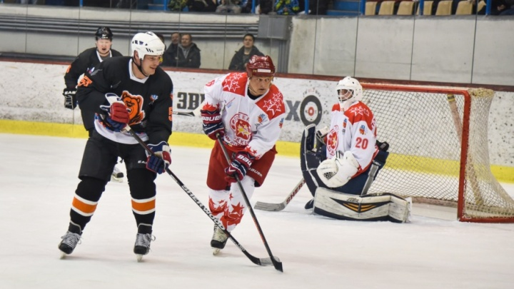 В День хоккея «Легенды хоккея» всухую переиграли ветеранов «Молот-Прикамье»