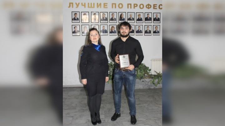 В Тольятти тренера спортклуба наградили за помощь в задержании вооруженного грабителя