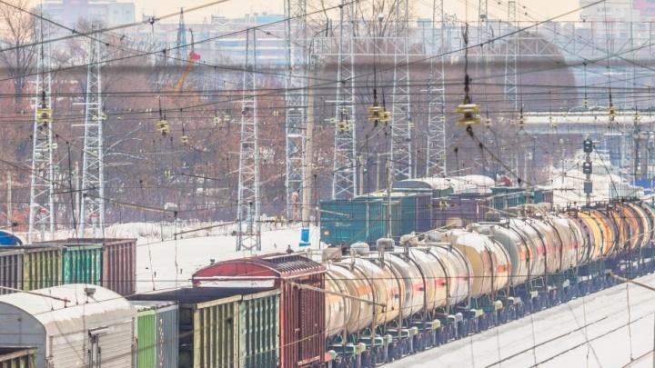 На железной дороге в Сызрани протекла цистерна с метанолом