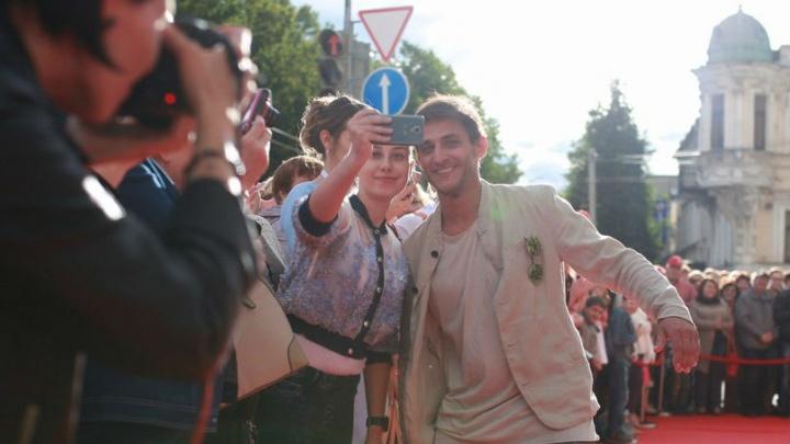 В Ярославле звезда сериала «Даёшь молодёжь» рассказал, чем театр лучше кино