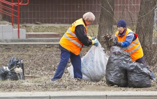 Глава Челябинска поторопил городские службы с вывозом мешков после субботников