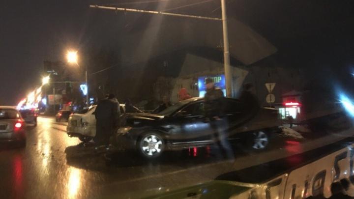 Авария двух легковушек перекрыла движение на Московском проспекте