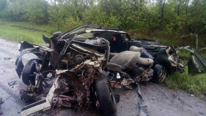 На трассе под Челябинском водитель ВАЗа разбился насмерть в ДТП с грузовиком