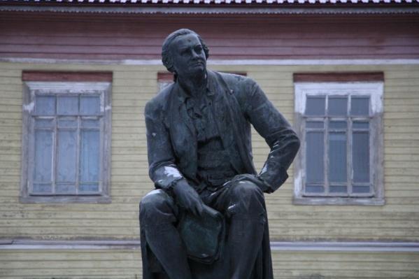 Памятник Ломоносову на его малой родине