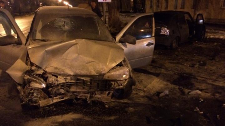 Пассажир получил травму головы:  в Самарской области лоб в лоб столкнулись две  «Лады»