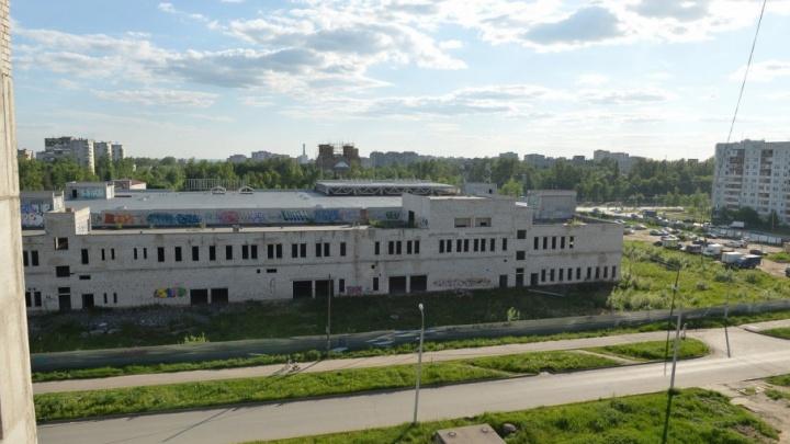 В Ярославле спустя десять лет разморозили стройку торгового центра