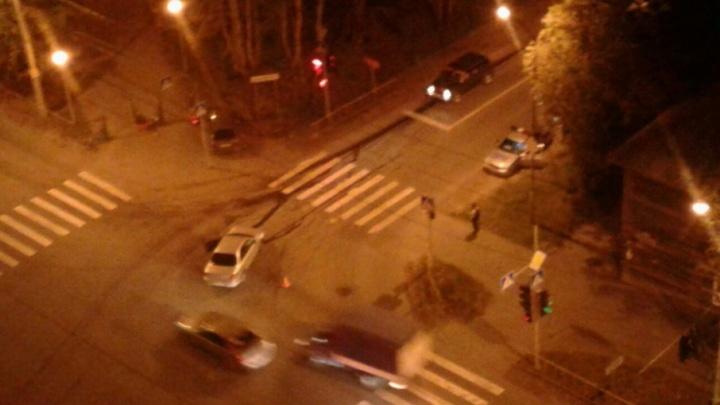Авария на Маяке: машину отбросило на тротуар на ребенка-велосипедиста
