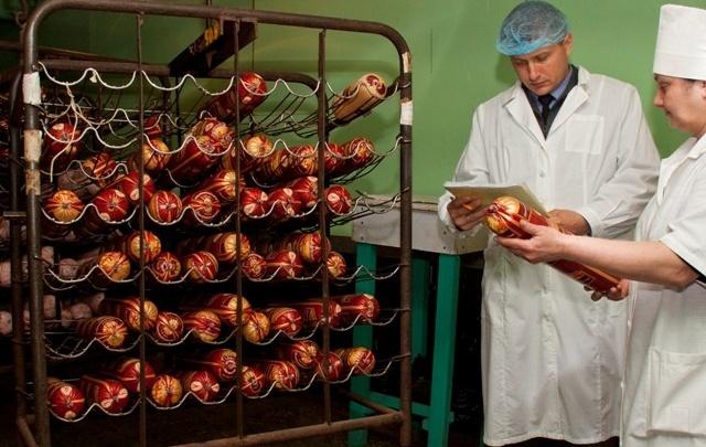 На Дону уничтожили почти три тонны колбасы и сыров из Украины
