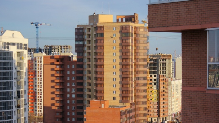 «Строительство идёт полным ходом»: за месяц в «Академ Riverside» планируют сдать пять домов