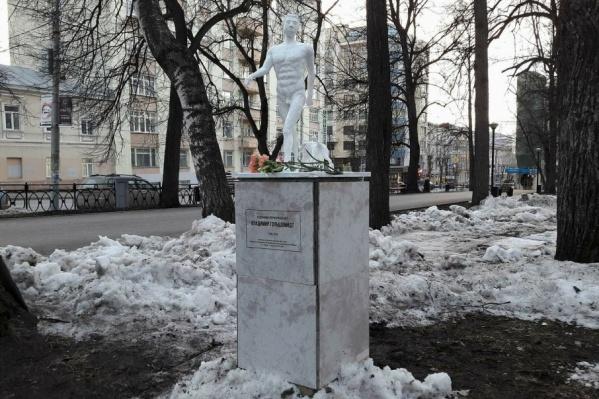 Подобный памятник 100 лет назад в Москве воздвиг себе сам поэт