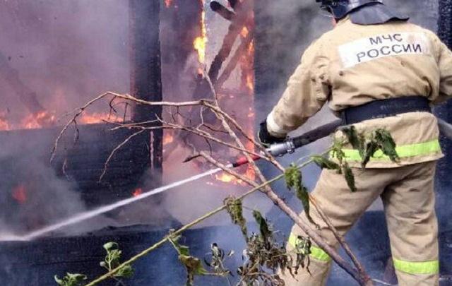 Под Тюменью в СНТ «Дубрава» сгорели баня и жилой дом