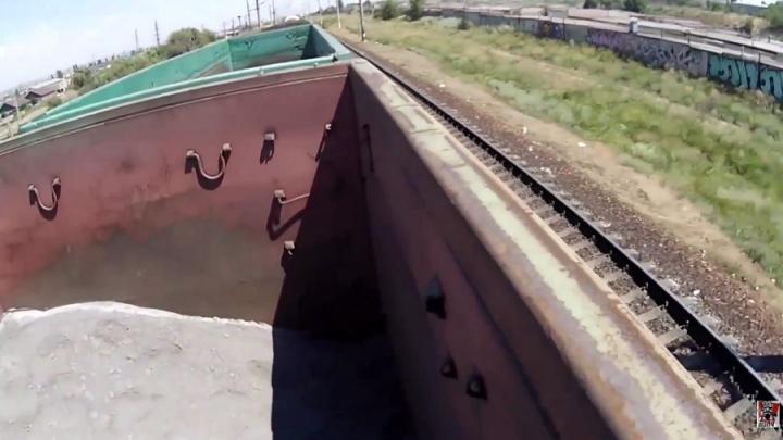 Подросток безнаказанно проехал сквозь Волгоград на крыше товарного поезда