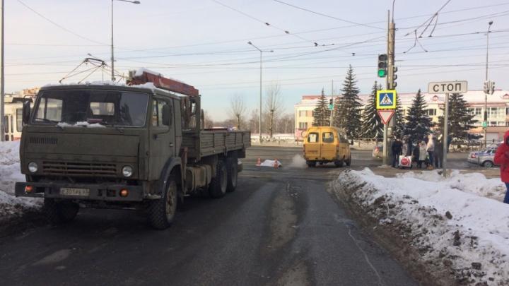 В Самаре водитель КАМАЗа сбил насмерть пенсионерку на пешеходном переходе