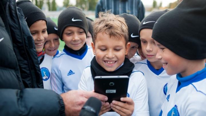 Волгоградским футболистам за победы на поле обещают гаджеты