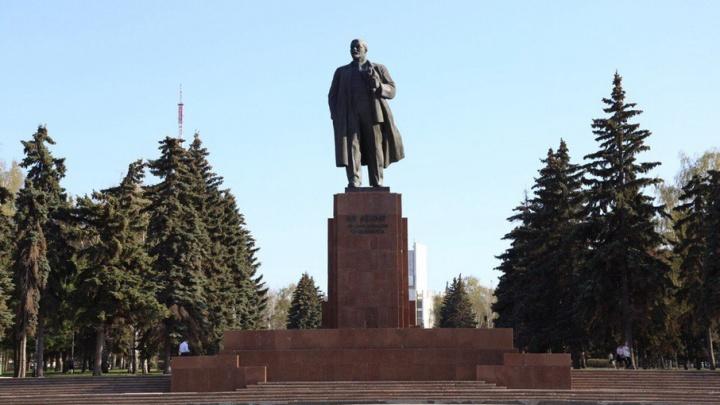 Памятник Ленину в Челябинске приведут в порядок
