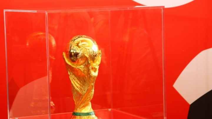 «Ему рукоплескали народы 50 стран»: в Самару прибыл кубок мира FIFA