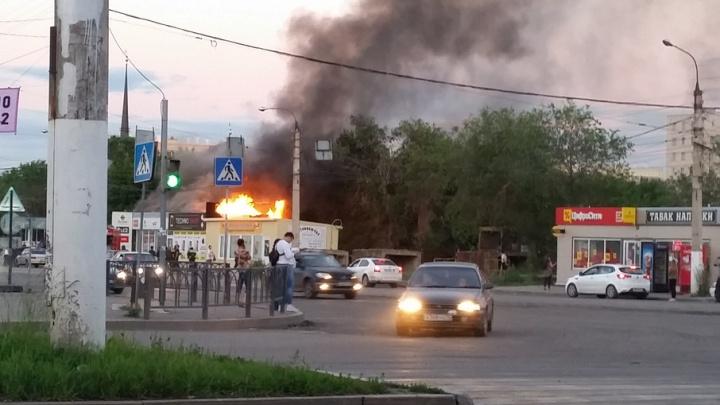 Дым из трубы: павильон с IPhone сгорел в Магнитогорске за считаные минуты