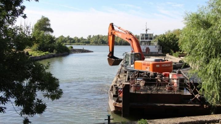 Чтобы повысить надежность водоснабжения, ростовский Водоканал очищает ковшевой водозабор от ила