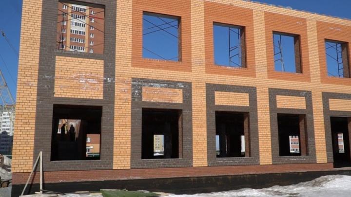Жители «Восточного-2» могут остаться без спорткомплекса: полуготовое здание заставляют снести