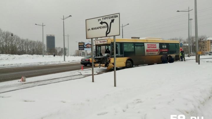 Семье мальчика, погибшего в аварии с автобусами в Перми, выплатят два миллиона