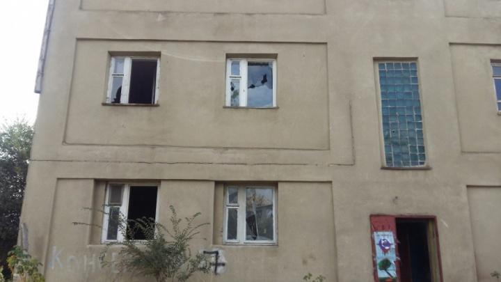 В Ворошиловском районе Волгограда военное общежитие превратилось в опасный притон