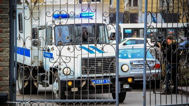 На Дону двое полицейских из отдела по борьбе с коррупцией попались на взятке