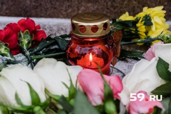 На акцию можно принести свечи и цветы