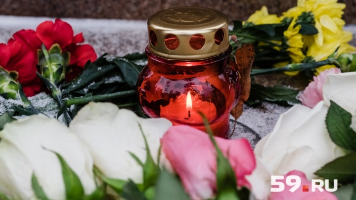 Пермяки в сквере Уральских Добровольцев почтут память погибших на пожаре в Кемерово