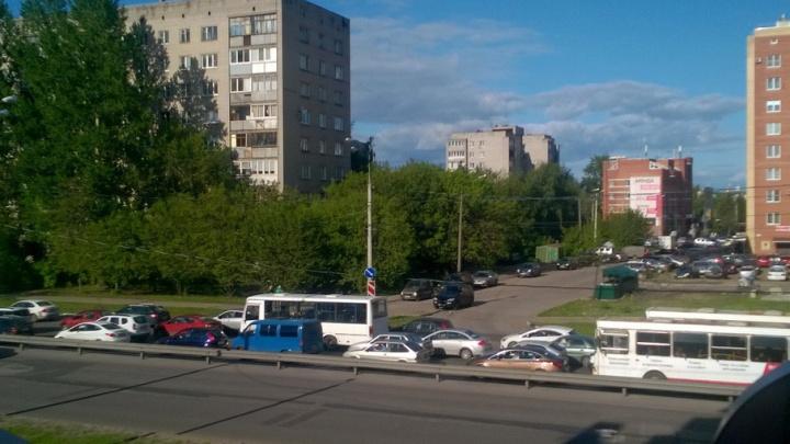 Проспект Толбухина встал: пробка растянулась на километр