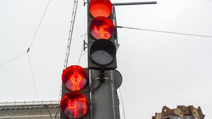 В Ростовской области мальчик попал под колеса машины при переходе дороги на красный свет