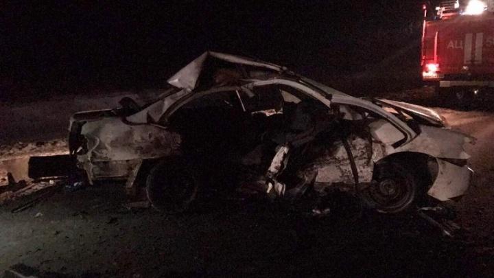 На московской трассе под Фролово в лобовой аварии погиб пассажир иномарки